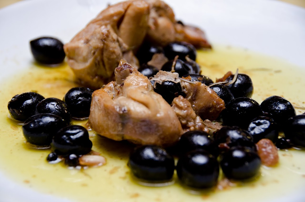 Chicken with olives and truffle