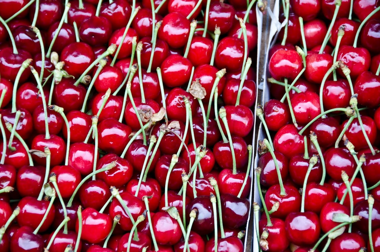 Cherries at Kadikoy market