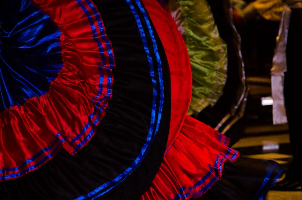 Swirling skirts at El Mirador de Luna