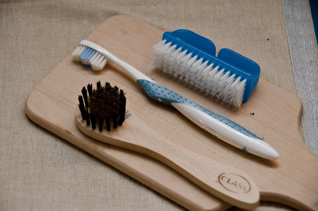 Truffle cleaning tools